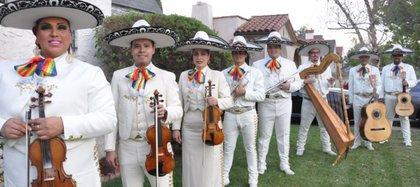 Mariachi Arcoiris, originara de Los Ángeles fue fundado en 2014 (Foto: mariachiarcoiris.com)