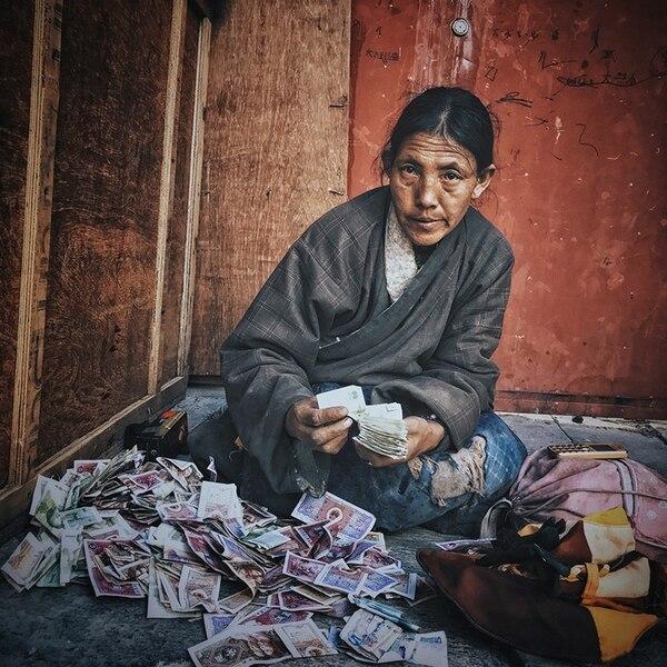 """En segundo lugar quedó KuangLong Zhang (China) con """"The Tibetan Woman"""" (La mujer tibetana), un foto que sacó con un iPhone 7 en Lhasa City, Tíbet."""