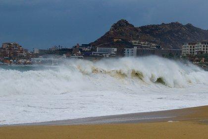 Vista del alto oleaje en Los Cabos, el 19 de agosto (Foto: EFE/Jorge Reyes)