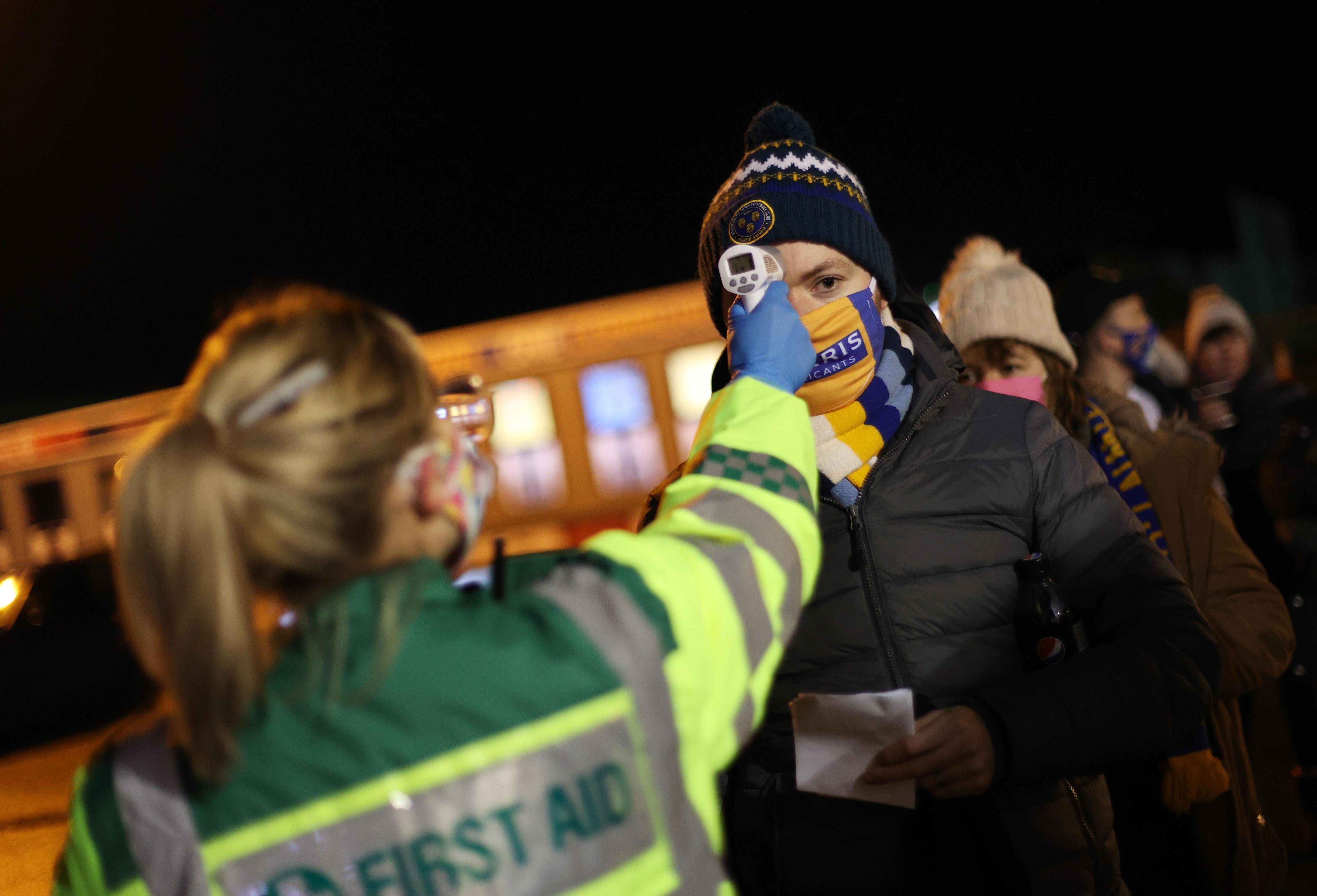 Controles de temperatura para ingresar a un evento público en Nueva York - Reuters/Carl Recine