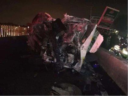 Asalto a combi en la carretera México-Puebla dejó al menos 7 fallecidos (Foto: Twitter)