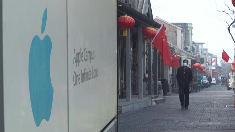 Apple anunció el lunes que no alcanzará su previsión de facturación en el segundo trimestre (entre 63.000 y 67.000 millones de dólares) por la epidemia del nuevo coronavirus. STOCKSHOTS of Apple's headquarters in Cupertino, California