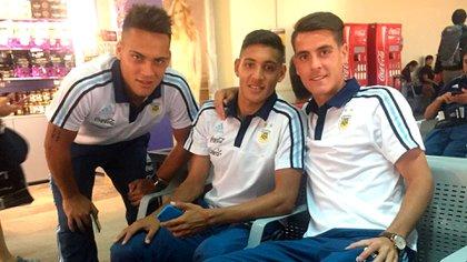 Junto a Lautaro Martínez y Nahuel Molina en un compromiso con la selección juvenil (@julianchicco)