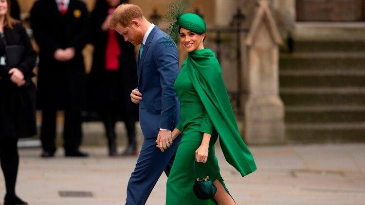 A partir del 31 de marzo, el príncipe Harry y Meghan Markle dejarán de tener tratamiento real. La pareja con su hijo Archie iniciará entonces de manera formal una nueva vida en Norteamérica (©Shutterstock)