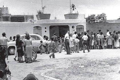 La llegada de los uniformados significó el fin de la cárcel creada por Rafael Pérez Hernández y, por lo tanto, la liberación de su familia (Foto: ancdotario.blogspot)
