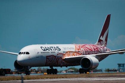 Un avión de Qantas despega desde el Aeropuerto Internacional de Darwin, en Darwin, Australia.EFE/EPA/CHARLIE BLISS/Archivo