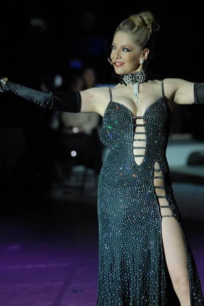 """Edith Gonzálezprotagonizando la obra teatral """"Aventurera"""", que se presenta con éxito en el Teatro Blanquita (Foto: Cuartoscuro)"""