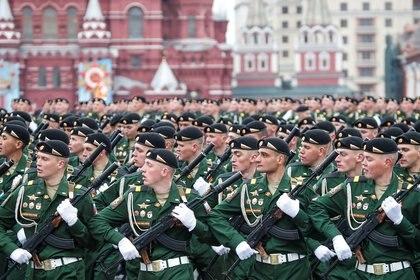Desfile del ejército en el centro de Moscú (Reuters)