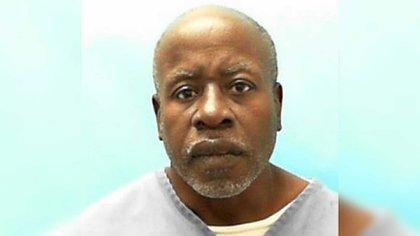 Larry Mark fue estrangulado y mutilado