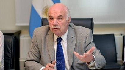 El ministro de Agricultura, Ganadería y Pesca, Carlos Casamiquela, falleció hoy como consecuencia del coronavirus