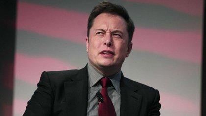 """El fundador de SpaceX, Elon Musk, afirmó en febrero de 2017 que dos ciudadanos habían pagado """"un depósito importante"""" para volar alrededor de la luna"""