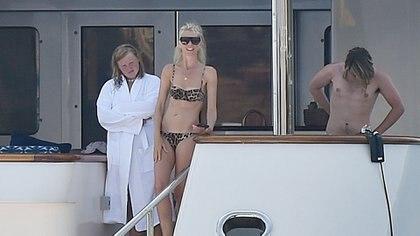 Claudia Schiffer de vacaciones en Italia con su familia (Grosby)