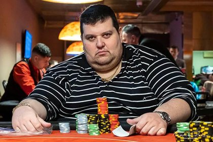Las fichas puestas: Perona en un torneo de póker.