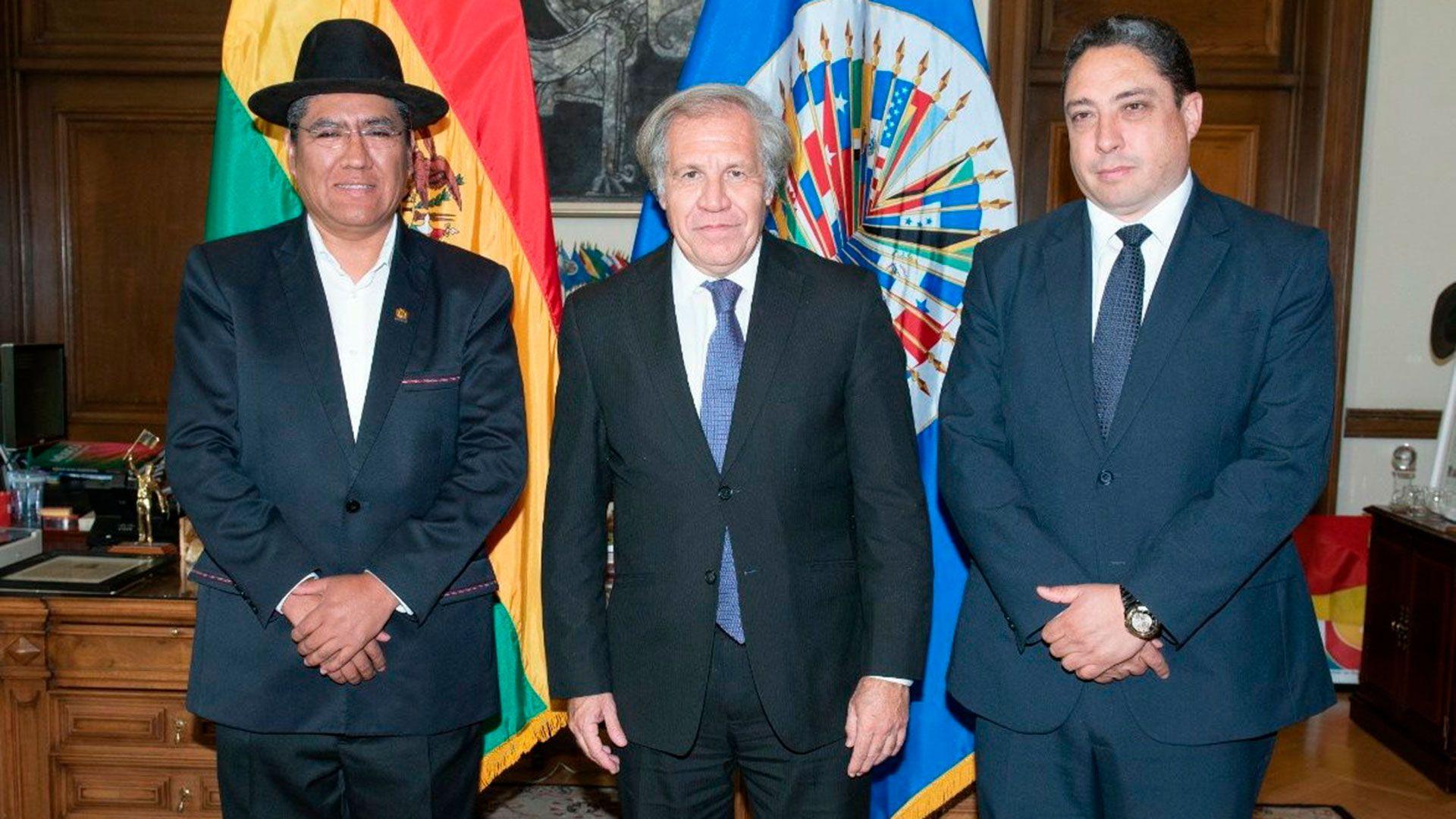 Luis Almagro junto al canciller boliviano Diego Pary y al ministro de Justicia Héctor Arce Zaconeta