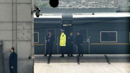 Eltrenverde del gobierno norcoreano fue visto en la Estación de Ferrocarril de Beijing el martes 27 de marzo de 2018 (Kyodo News via AP)