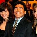 Diego Maradona con Dalma y Gianinna cuando no había fisuras en el vínculo