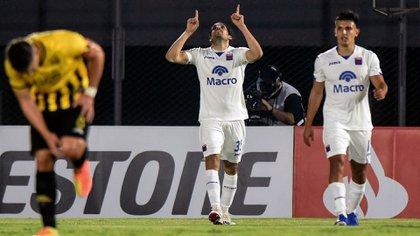 Pablo Magnín celebra el gol de Tigre frente a Guaraní por la Copa Libertadores (Photo by DANIEL DUARTE / AFP)