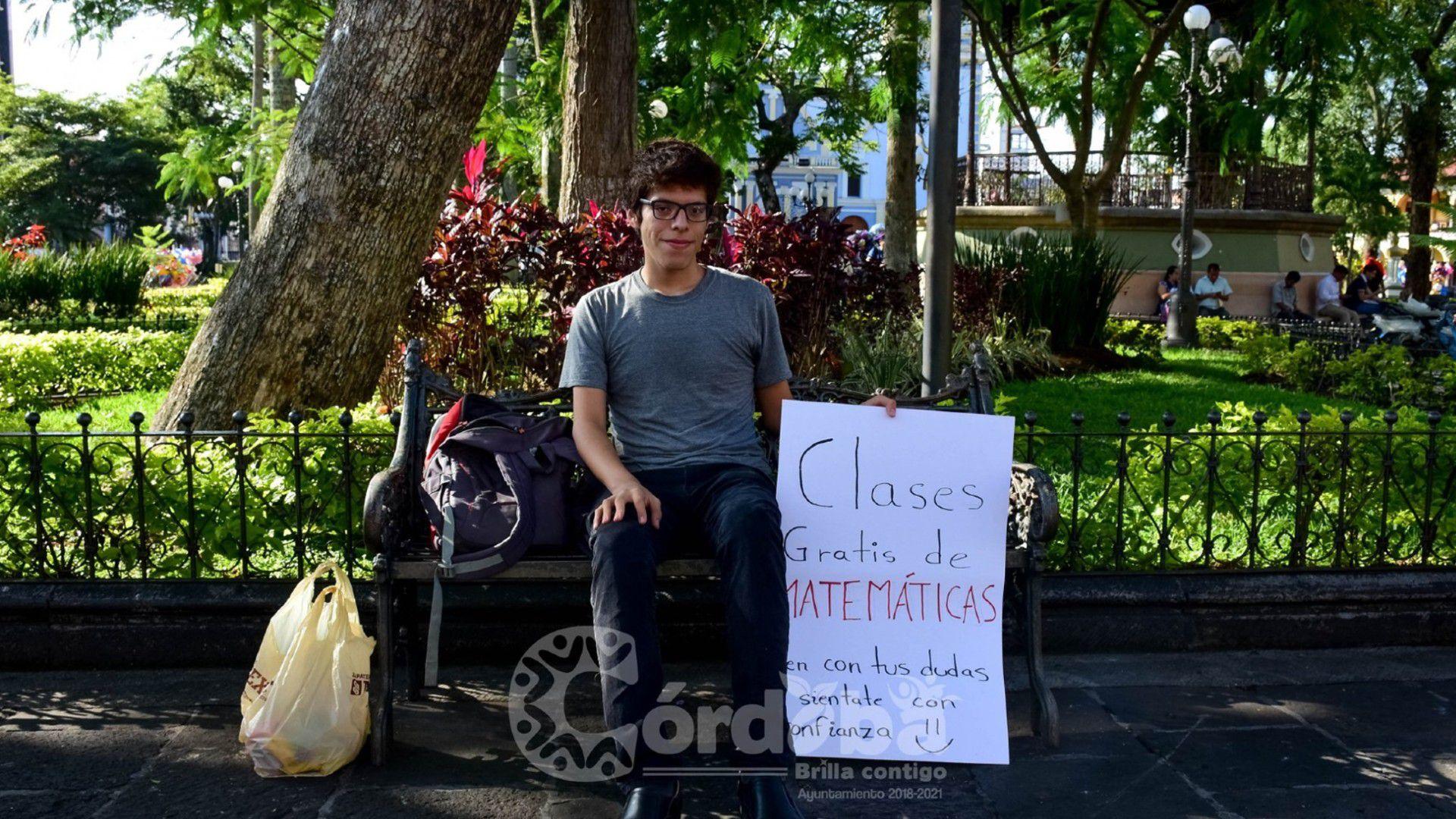 El joven Axel Ruiz dará clases gratis de matemáticas durante sus vacaciones (Foto: Facebook Honorable Ayuntamiento de Córdoba)