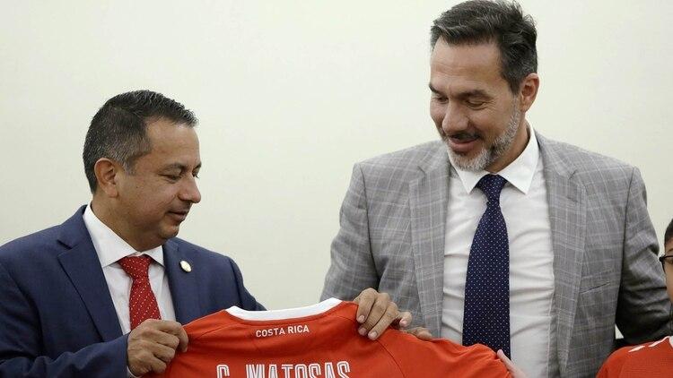Matosas dirigió menos de un año a la selección tica (Foto: Reuters)