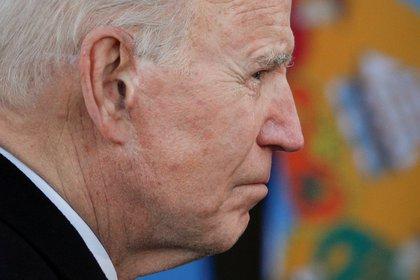 """Biden asume —expresó su jefe de gabinete— en el medio de """"cuatro crisis que se superponen y se agravan: la crisis de COVID-19, la crisis económica resultante, la crisis del clima y una crisis de igualdad racial"""" (Reuters/ Tom Brenner)"""