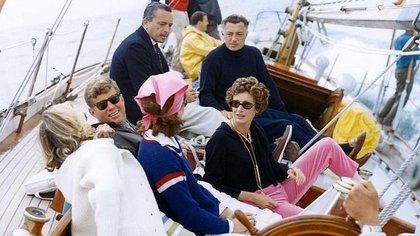 Los Agnelli y los Kennedy, en un encuentro de las familias en los años 60.