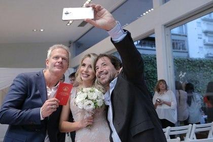 La selfie de los novios con Ricky Sarkany