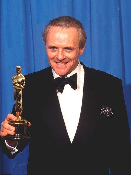 """Anthony Hopkins ganó el Oscar como mejor actor por su interpretación en el thriller """"El silencio de los inocentes"""", película coprotagonizada por Jodie Foster (Getty Images)"""