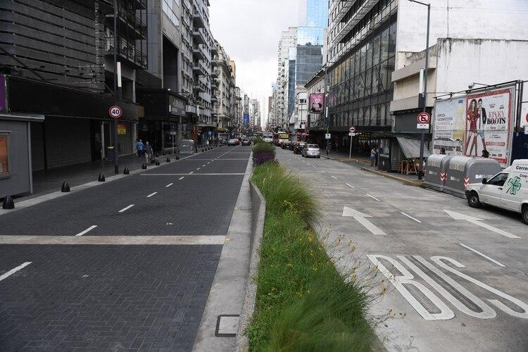 La avenida Corrientes, vacía, durante el pasado viernes (Maximiliano Luna)