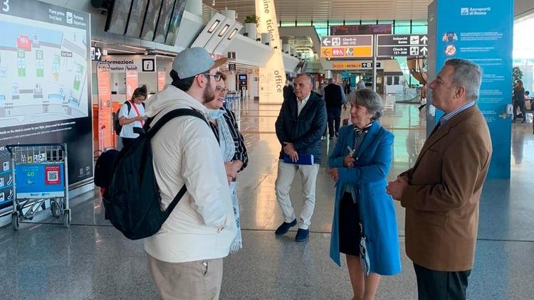 Argentinos varados en Italia dialogan con el Embajador argentino en ese país, Tomás Ferrari (@tferrariARG)