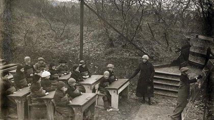 Una escuela al aire libre en Holanda, 1918 (Nationaal Archief/Wikimedia)