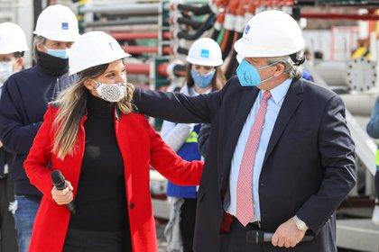 La titular de AySA, Malena Galmarini, y el presidente Alberto Fernández