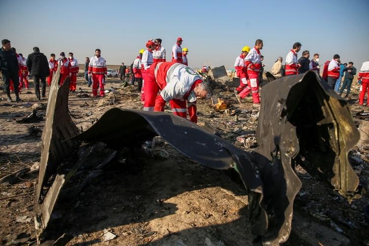 Topadoras removieron las piezas más grandes del avión (Nazanin Tabatabaee/WANA (West Asia News Agency) via REUTERS)