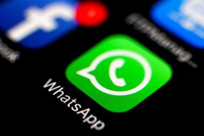 Durante todo el periodo electoral se recibieron más de 4.600 denuncias relacionadas con el uso indebido de cuentas de WhatsApp en los comicios (EFE/EPA/RITCHIE B. TONGO/Archivo)