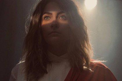 Una imagen de la escena de Habit que causó la polémica: Paris Jackson como Jesús en una fantasía. (Voltage Pictures)
