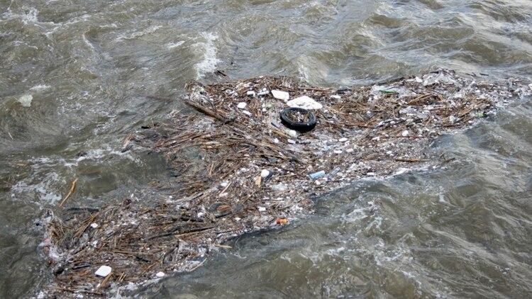 Arrojamos al mar entre 5 y 13 millones de toneladas de plástico cada año.