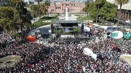 La manifestación en Plaza de Mayo desde el drone de Infobae (Lihueel Althabe)