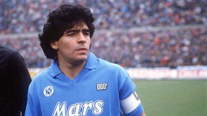 Diego Maradona jugó 259 partidos oficiales, marcó 115 goles y ganó cuatro títulos con la camiseta del Napoli (Shutterstock)