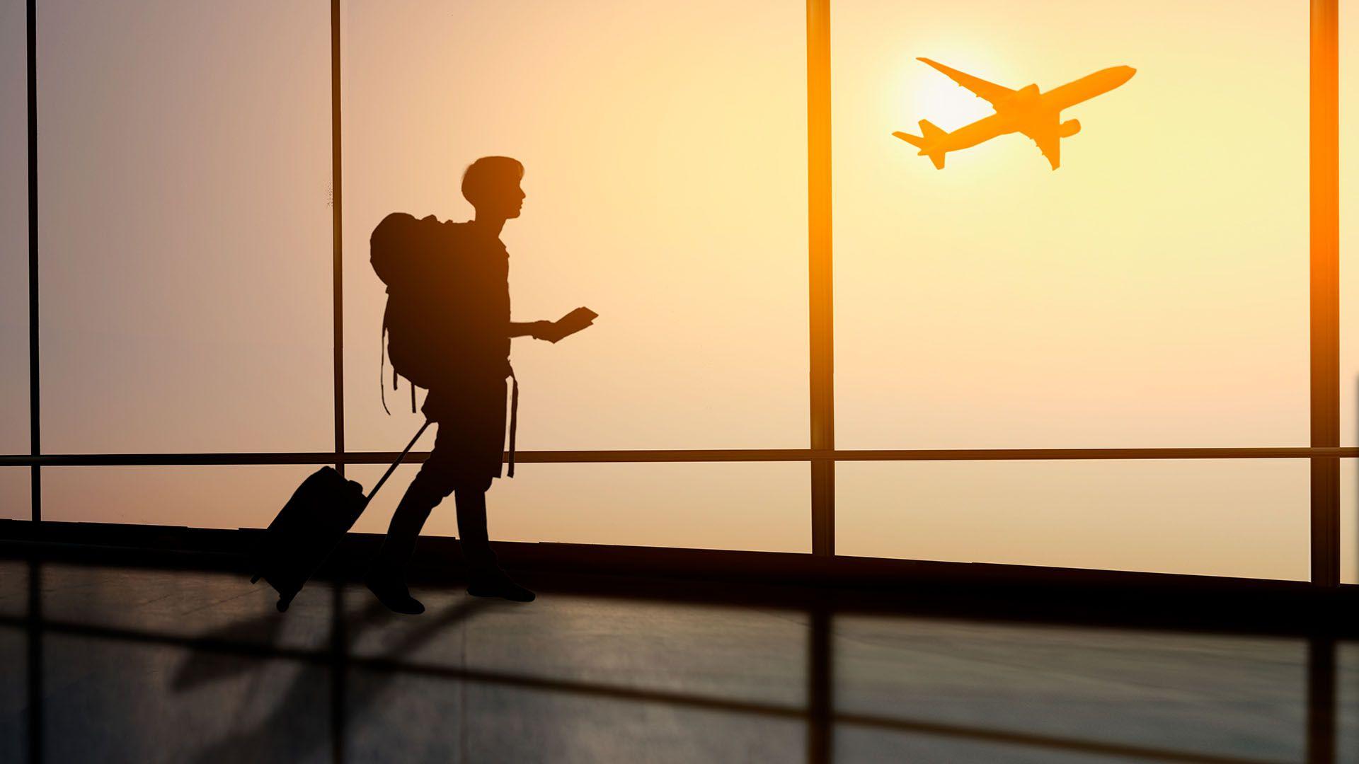 Se trata de la generación que se siente más emocionada y optimista sobre sus futuros viajes, y que no temen viajar solos (Shutterstock)