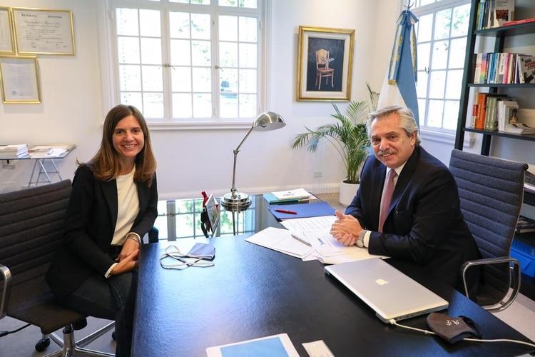 María Fernanda Raverta, nueva titular de la Anses, junto al presidente Alberto Fernández.