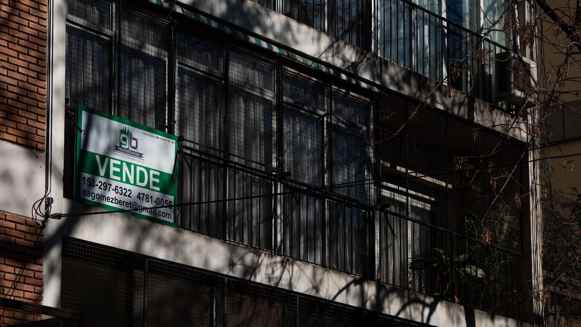 carteles departamentos en venta inmobiliaria
