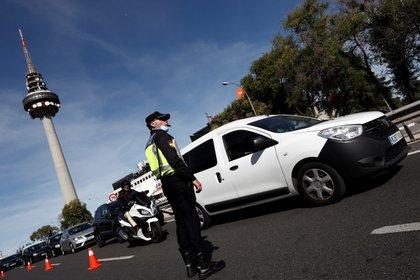 Un control policial en Madrid (EFE/Mariscal)