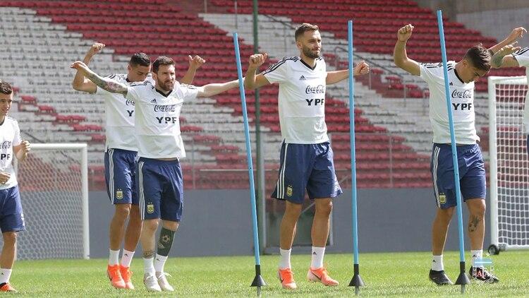 El equipo argentino llegó a Belo Horizonte, donde jugará ante Paraguay