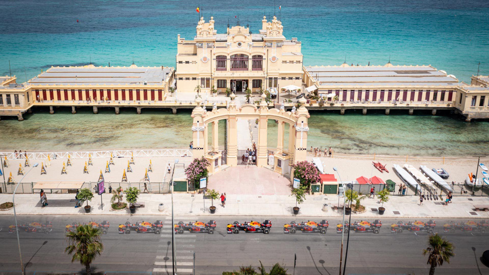 Un Fórmula 1 por las calles de Sicilia