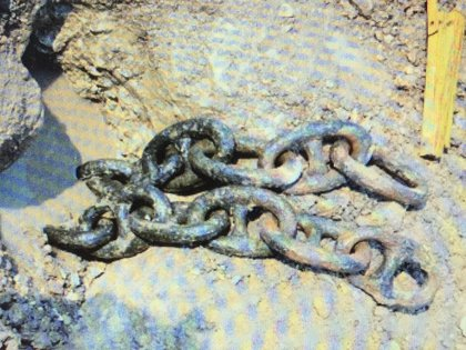 Restos de las históricas cadenas, que cortaban el paso por el Paraná de la poderosa flota anglo francesa, halladas por el pescador López. (Gentileza Mariano Ramos)