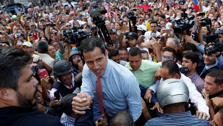 La dictadura de Nicolás Maduro busca acorralar a Juan Guaidó (REUTERS/Carlos Garcia Rawlins)
