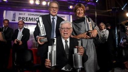 Con el Konex de Platino, junto a Marcelo Stiletano y Ana María Battistozzi (Nicolás Stulberg)