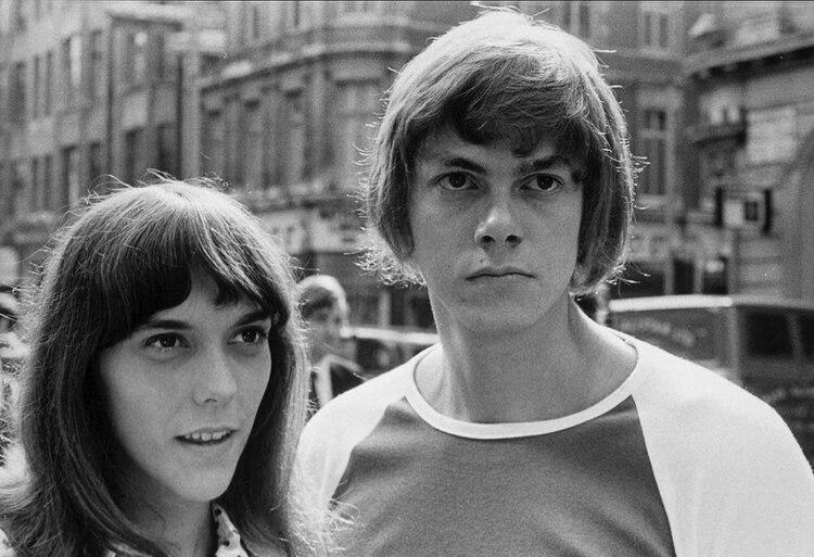 Los hermanos Karen y Richard Carpenter. Él era sagaz y sabía que su hermana era un diamante en bruto: era contralto, poseía una voz angelical perfecta con registros bajos (Shutterstock)