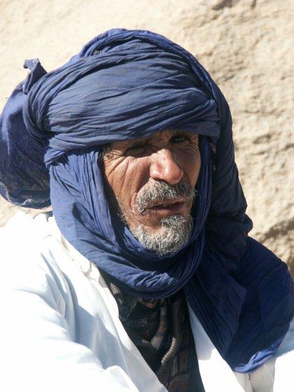 Un hombre tuareg en el desierto en Argelia, en 2004