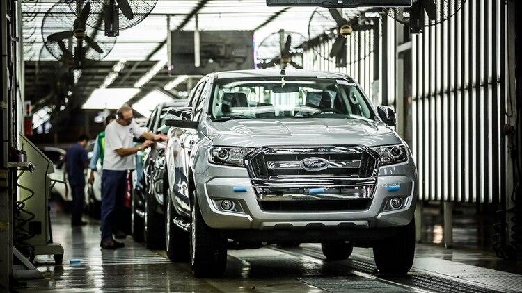 Entre los pedidos, la UIA reclama que puedan trabajar empresas que fabriquen para exportación, como el sector automotriz