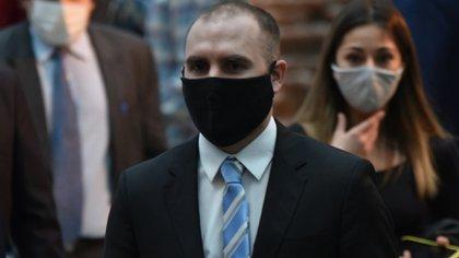 El ministro Guzmán; con barbijo puesto no entran moscas  (Franco Fafasuli)
